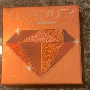 HUDA Beauty Topaz Obsessions Eye Palette